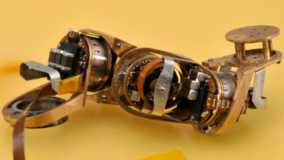 Mit 39 S Miniature Robot Moves With New Type Of Motor Tested