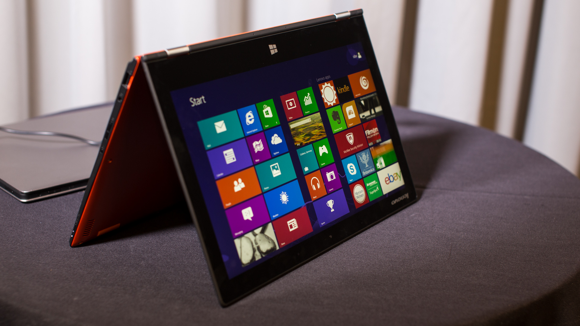 Hands-On with the Lenovo Yoga 2 Pro