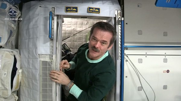 where does astronauts sleep - photo #11