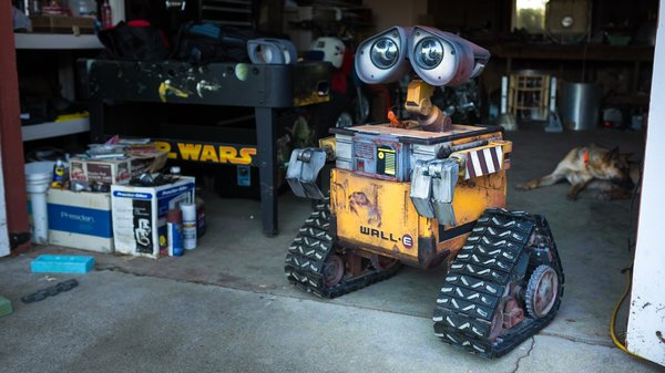 Building a real life size wall e robot tested